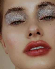 Braut Make up Editorial Makeup Braut Glitter Eye Makeup, Glam Makeup, Makeup Inspo, Makeup Art, Makeup Inspiration, Makeup Tips, Face Makeup, Clown Makeup, Glitter Lips