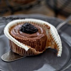 Mini chocolate cheesecakes with prunes and rum Rum, Mini Chocolate Cheesecake, Cookie Recipes, Dessert Recipes, Matcha, Pudding, Cookies, Baking, Breakfast