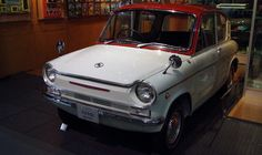 Appearance is characterized by the rear glass was hung-over for the 1963 Mazda Carol 365cc 1963 rear engine
