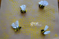 Bee themed craft using bubble wrap, paint, card stock, pipe cleaners and tissue paper