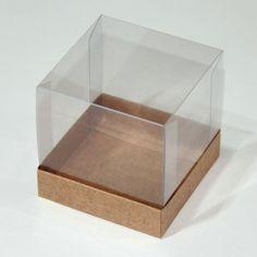 """Ref.: CPP013KK30    Este anúncio refere-se à:  Um kit com 10 unidades, ou seja, são:  10 caixas com base em papel kraft e tampa de acetato de 7,5 x 7,5 com altura de 7,5cm.    >> Ainda não é esta a caixa que você procura? Acesse o link: """"Ver todos os álbuns"""", que fica mais fácil para sua busca po..."""