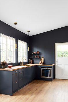 Årets farve 2018 hedder Black Flame og er en flot dyb mørk blå farve.