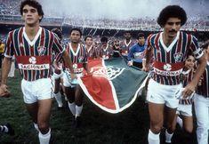 """""""Duílio, à direita, foi o capitão do Fluminense nos dois títulos sobre o Flamengo"""" Camisa Retro, Retro Football, History, Casual, Jackets, Rey, Amazing, Vintage Football, Life"""