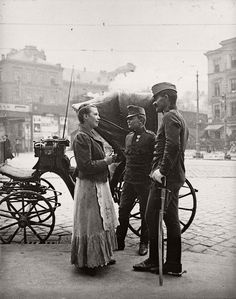 Extraordinary Candid Vintage Photographs That Capture Street Scenes of Vienna, Austria From the and Vintage Photographs, Vintage Images, Old Pictures, Old Photos, Anastasia Musical, Frederique, Austro Hungarian, Poster Pictures, High Art