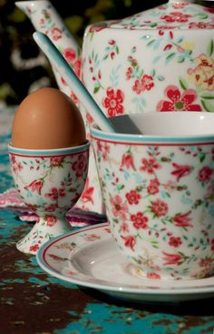 teapot, cup and egg cup Pie Bird, Egg Holder, Pip Studio, Egg Cups, Coffee Set, Cath Kidston, Cup And Saucer, Tea Time, Dinnerware