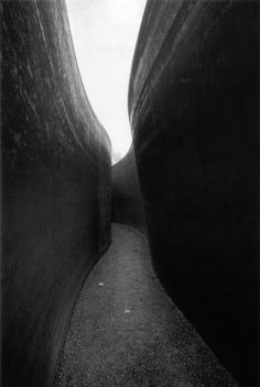By Richard Serra. For more information and art by this artist see Artsy's Richard Serra page. Richard Serra, Land Art, Guggenheim Bilbao, Instalation Art, Pathways, Portrait, Black And White Photography, Monochrome Photography, Sculpture Art