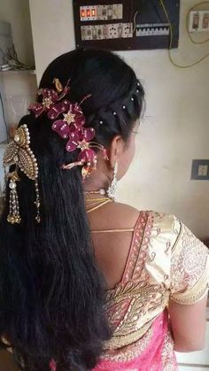 Pin by Suma Hs Jeeva on Hairstyle inspiration in 2019 Bridal Hairstyle Indian Wedding, Indian Bridal Hairstyles, Bride Hairstyles, Cute Hairstyles, Hairstyle Ideas, Engagement Hairstyles, Pinterest Hair, Hair Trends, Hair Pins