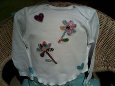 flower power Applique Letters, Hand Applique, Personalized Tee Shirts, Cream Tees, Applique Designs, Flower Power, Sweatshirts, Fabric, Fashion