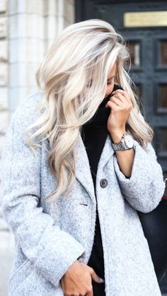 Most of us at some point wonder what we will feel like blond hair with sports hair. Whether it's to tidy blond hair with some highlights or 'go blonde' by whitening your brunette lock, there are so many different colors… Continue Reading → Platinum Blonde Hair, Blonde Ombre, Blonde Color, Blonde Highlights, Silver Blonde, Blonde Beauty, Hair Beauty, Beauty Care, Winter Hairstyles