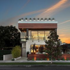 Situated in Corona Dl Mar, California, this modern two-storey single family residence was designed by Costa Mesa – based Brandon Architects.