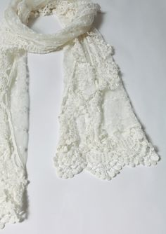 Retro Lace Crochet Scarf
