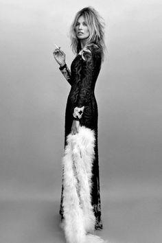 Kate Moss by Alasdair Mclellan for AnOther Magazine F.W [Editorial] - Fashion Copious Die Queen, Queen Kate, Gareth Pugh, Moda Rock, Inka Williams, Moss Fashion, Style Fashion, Fashion Beauty, Kate Moss Style