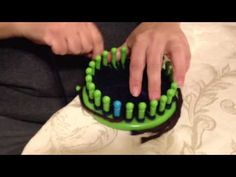 Loom Knit - Making a bow/pom pom on your knitting loom - 24 peg loom for large, 12 peg for small