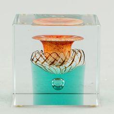 Hagelstam & Co tarjoaa asiantuntijapalvelua suurenmoisen muotoilun, arvokkaan antiikin ja klassisen ja modernin taiteen keskellä. Glass Design, Design Art, Glass Cube, New Pins, Modern Contemporary, Retro Vintage