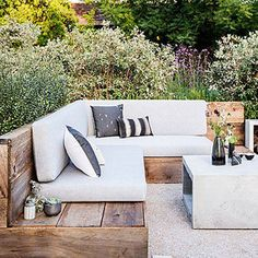 Best Outdoor Furniture for Decks, Patios & Gardens : Reclaimed style - Favorite Outdoor Furniture - Sunset Add stylish chairs, tables, and lounges to your backyard Banco Exterior, Interior Exterior, Diy Exterior, Diy Garden Furniture, Best Outdoor Furniture, Concrete Outdoor Furniture, Out Door Furniture, Furniture Plans, Furniture Makeover
