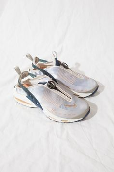 Rare Vintage Nike Air Max / sling back / lightweight summer sneaker / size US Retro Sneakers, Casual Sneakers, Air Max Sneakers, Sneakers Fashion, Fashion Shoes, Sneakers Design, Women's Fashion, Athleisure, Futuristic Shoes