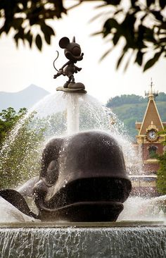 Best Hong Kong Disneyland Attractions & Ride Strategy Guide