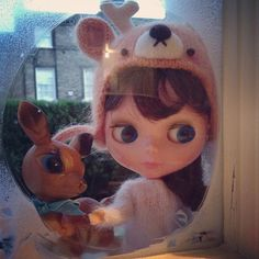 """Look Bambi, doesn't it look warm and cosy in there!"" #kennerblythe  #bambi  #blythe  #handmade  #snow #christmas  #kawaii  #knitwear #cute #window #cosy #deer"
