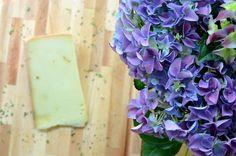 Hortensja i szwajcarski ser. Zgadnijcie co ładniej pachnie :-)