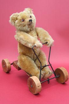 ٠•●●♥♥❤ஜ۩۞۩ஜஜ۩۞۩ஜ❤♥♥●   Vintage Bear - awesome!  ٠•●●♥♥❤ஜ۩۞۩ஜஜ۩۞۩ஜ❤♥♥●