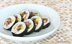 Classic Gimbap http://crazykoreancooking.com/recipe/gimbap #gimbap #kimbap #koreansushi #seaweedroll #koreanrecipe #koreancooking #koreanfood
