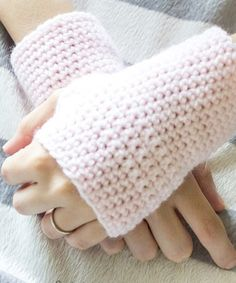 Hello girls. Today we are wearing these fantastic gloves without a finger. It is being used widely around the world and I love these thing...