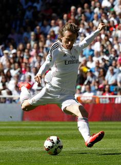 Luka Modric of Real Madrid CF in action during the La Liga match between Real Madrid CF and Granada CF at Estadio Santiago Bernabéu on April 5, 2015 in Madrid, Spain.