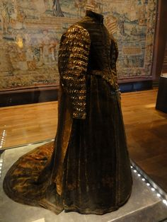 60 Examples Of Real Medieval Clothing - An Evolution Of Fashion | MorgansLists.com - Dress of Pfalzgrafin Dorothea Sabina, 1598
