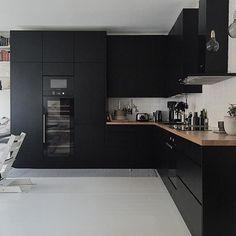 Black kitchen Photo: @elisa_manninen