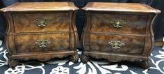 BERNHARDT FURNITURE COMPANY FLAIR DIVISION PAIR OF BURL-LIKE VENEER NIGHTSTANDS WITH CURLED FEET AND BRASS HARDWARE. THEY COORDINATE WITH THE DRESSER IN LOT 18046 SO TAKE A LOOK. THEY SHOW NORMAL SIGNS OF WEAR AND TEAR, PARTICULARLY SOME SCRATCHES. 23H X 28W X 17D
