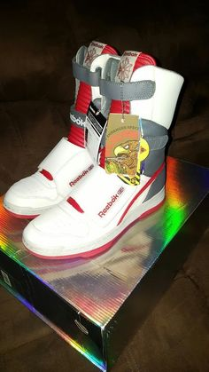 cf2e31d19f7e8a Authentic Reebok Alien Stomper Hi Top size US men s 10. These were released  on 4 26 2016 for the 30th anniversary of the 1986 movie