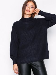 Fashion: trends, outfit ideas, what to wear, fashion news and runway looks Fashion News, Fashion Trends, Cable Knit Sweaters, What To Wear, Runway, Turtle Neck, Pullover, Secret Santa, Knitting