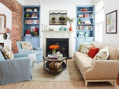 Replacing+decorative+columns+with+a+brick+archway+instantly+gave+the+living+room+a+yesteryear+vibe.+The+built-in+bookcases+date+to+2002,+but+a+traditional+paint+color+(Van+Courtland+Blue+by+Benjamin+Moore)+makes+them+feel+more+classic+than+contemporary.+The+Lee+Industries+chairs+have+pale+blue+linen+slipcovers,+and+the+Hickory+Chair+sofa+features+pillows+from+Lulu+&+Georgia.