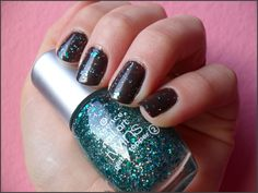 Essence colour&Go Absolutely Stylish (40) & Essence Nail Art Twins Glitter Topper Edward (06)