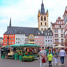 Hauptmarkt - Market Square in Trier Germany Montenegro Travel, Amsterdam Travel, Countries To Visit, City Aesthetic, European Travel, Travel Europe, Travel Destinations, Luxor Egypt, Travel Memories