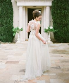 2014 Bridal Horoscopes – Aquarius | Hearts Aflutter by Flutter Magazine // Photo by KT Merry
