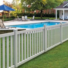 Shop FREEDOM Ready-To-Assemble Durham White Flat-Top Picket Vinyl Fence Panel (Common: 48-in x 6-ft; Actual: 46-in x 5.64 Feet) at Lowes.com