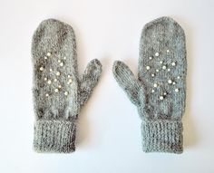 Great idea - little pearls on knitted mittens like snow
