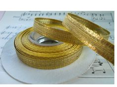 Wooden Spool of Vin Gold Metallic Thread Flat Wide 5 Yrds French 1//8 Wide