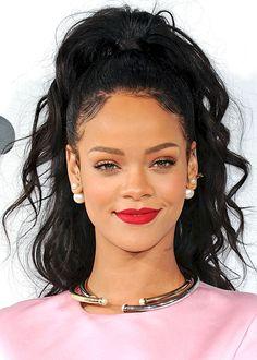 Rihanna's tousled half-updo / La demi-couette texturée de Rihanna