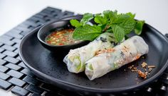 Avocado and Prawn Rice Paper Spring Rolls Prawn Recipes, Fish Recipes, Seafood Recipes, Asian Recipes, Cooking Recipes, Ethnic Recipes, Rice Paper Spring Rolls, Rice Paper Rolls, Rabbit Food