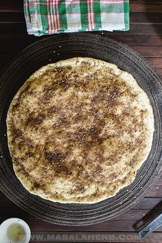 Zaatar Bread, also known as 1 manoushe or more manakish, is a flat bread topped with a irresistable olive oil zaatar paste. Zatar Recipes, Asian Recipes, Ethnic Recipes, Flatbread Recipes, Exotic Food, Best Breakfast Recipes, Middle Eastern Recipes, Baking Breads, Breads