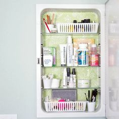 Small bathroom storage solutions for getting organized at home on a budget. These creative storage solutions help control clutter in a small apartment bathroom, dorm bathroom or any tiny house. Medicine Cabinet Organization, Linen Closet Organization, Small Space Organization, Bathroom Organization, Organization Hacks, Organize Medicine, Organized Bathroom, Dorm Bathroom, Organization Station