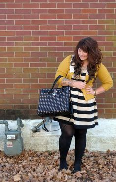 Stand out with a patterned purse and bright color cardigan Pin Up Outfits, Fall Outfits For Work, Cute Winter Outfits, Classy Outfits, Outfits For Teens, Beautiful Outfits, Plus Size Outfits, Cute Outfits, Fashion Outfits