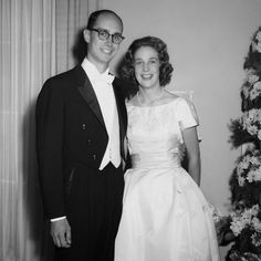 The leaders of The Church of Jesus Christ of Latter-day Saints rely on the support of their inspiring wives. Here are some sweet photos of their wedding days. President Thomas S. Monson President Monson married Frances Beverly Johnson on October 7, 1948, in the Salt Lake City Temple. She passed away in 2013.   President …