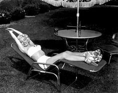 Marilyn Monroe looking stunning in a bikini and heels
