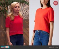 Emma's red top on Jessie.  Outfit Details: http://wornontv.net/47352/ #Jessie