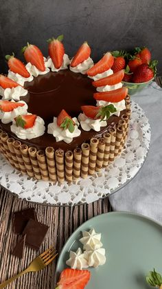 Sweet Recipes, Cake Recipes, Strawberry Cakes, Cream Pie, Food Gifts, Cakes And More, Yummy Cakes, Amazing Cakes, Cake Decorating
