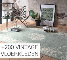 Vind jouw vintage vloerkleed voor in de slaapkamer of woonkamer hier! Vanaf 49,- verkrijgbaar bij Volero.nl. Groen, grijs, blauw of roze. Kies de kleur van jouw vintage vloerkleed en geef je huis meer stijl!