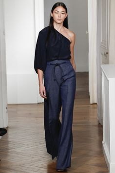 Catwalk photos and all the looks from Martin Grant Spring/Summer 2016 Ready-To-Wear Paris Fashion Week Fashion Mode, Look Fashion, Runway Fashion, Spring Fashion, High Fashion, Fashion Show, Fashion Trends, Paris Fashion, Fashion 2016